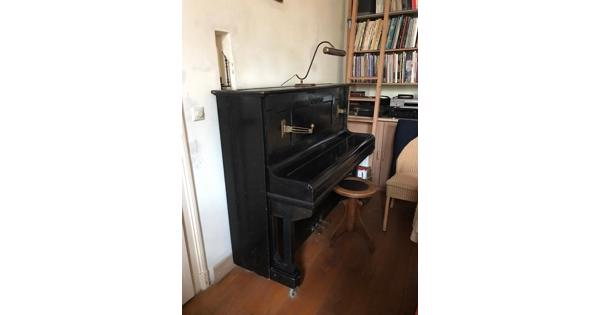 Beetje vals, maar verder nog prima piano.