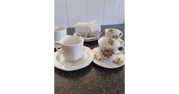 Serviesgoed  koffiekopjes en schotels