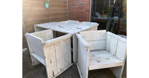 Tuintafel en stoelen van steigerhout. Opknapper