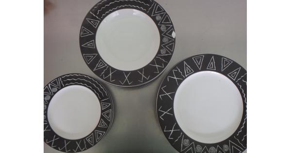 Bordenset met zwart-wit patroon