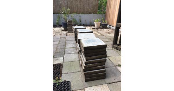 30 x 30 beton tegels, circa 100 stuks