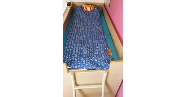 Hoogslaper met inbouwkasten + matras