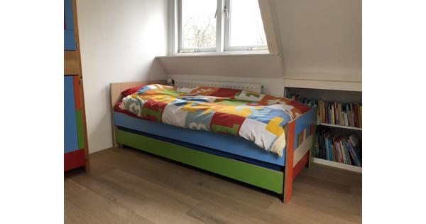 Bed & logeerbed 200x80 hout/kleurrijk