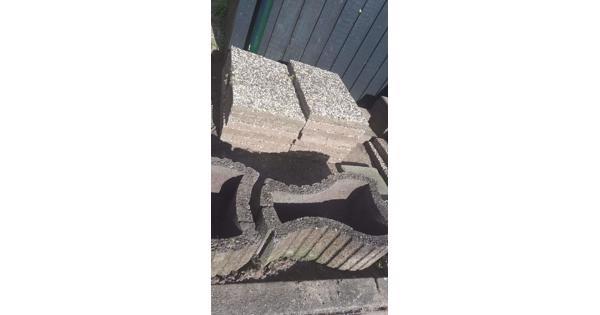 Grindtegels en stenen bakken