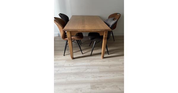 Mooie tafel voor 4-6 personen