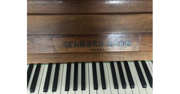 Piano GERGARD ADAM