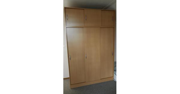 3 deurs hang legkast+ boven opzetkast