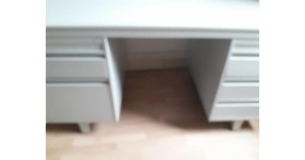 bureau van metaal