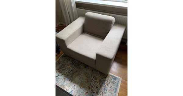 Mooie beige stoel.
