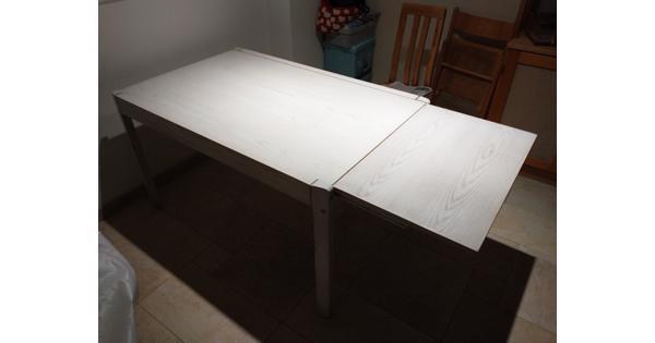 Eetkamertafel met uitklapblaf