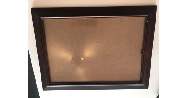 Bruine fotolijst, 24 bij 35 cm
