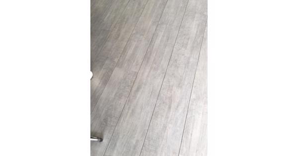 grijs laminaat incl ondervloer