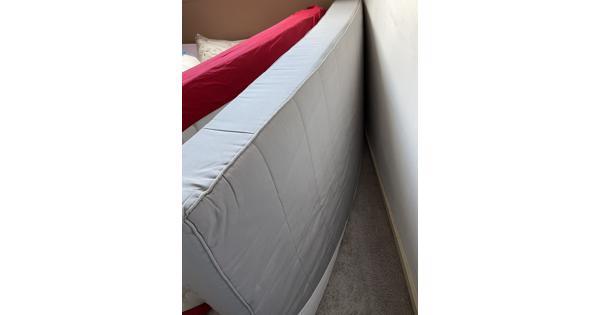 1 pers matras ikea, latten voor bodem en 2x sets beddengoed Ikea