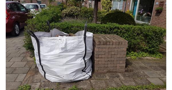 2 kuub stenen voor aanleg tuinpad ed