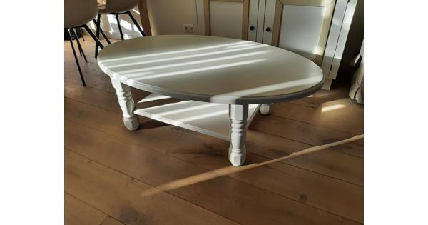 wit geverfde ovale salontafel