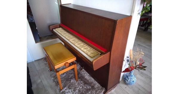 Piano met verstelbaar pianobankje