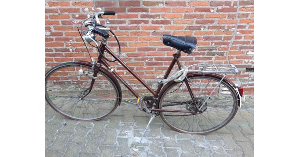 Oude sportfiets, op te knappen met nieuwe banden