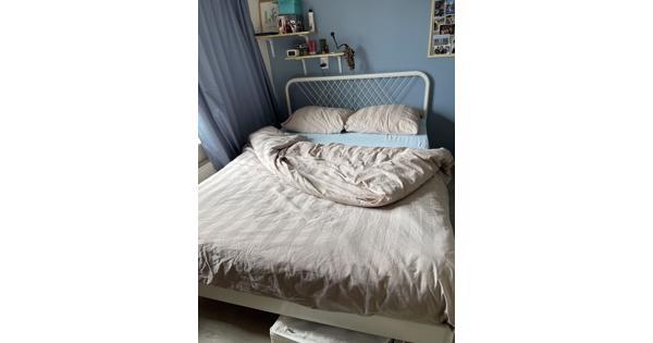 Mooi bed, zgan, 140 x 200 cm (excl matras, lattenbodem)