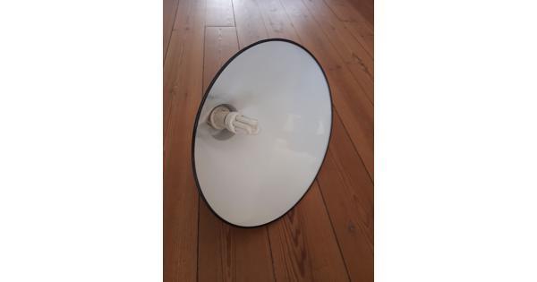 Zwarte metalen hanglamp