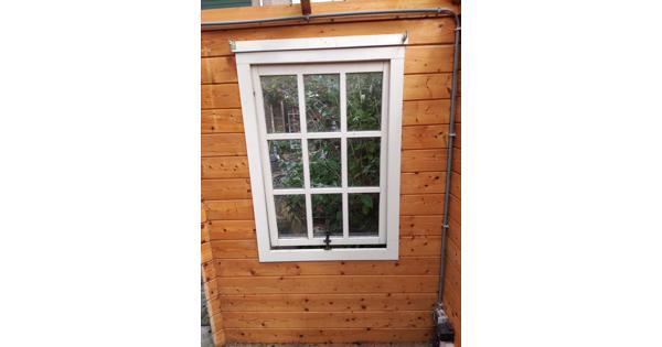 Hout tuinhuis, behandeld en onbehandeld, ramen en deuren