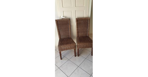 2 rieten stoelen