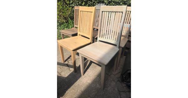 5 houten stoelen
